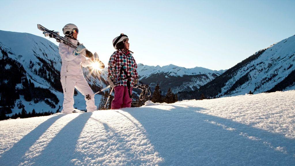 Skifahren in Lermoos - Foto: Tiroler Zugspitz Arena | U. Wiesmeier