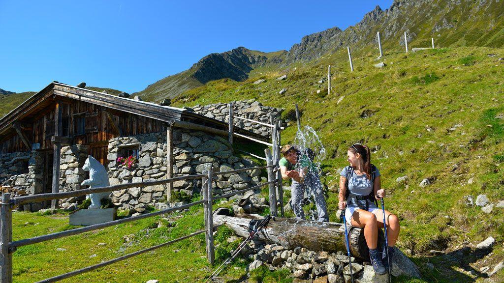 Wandern im Zillertal - Foto: TVB Fügen / Wörgötter & Friends