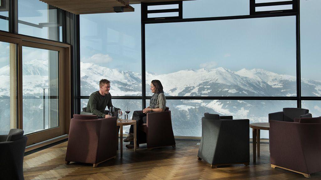Atemberaubendes Bergpanorama im Café-Bistro Freiraum am Ahorn - Foto: Mayrhofen
