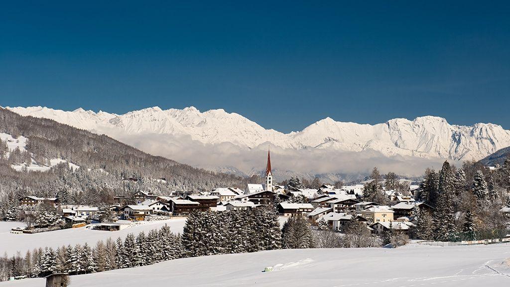 Mieders im Stubaital mit Blick auf die Nordkette - Foto: TVB Stubai Tirol