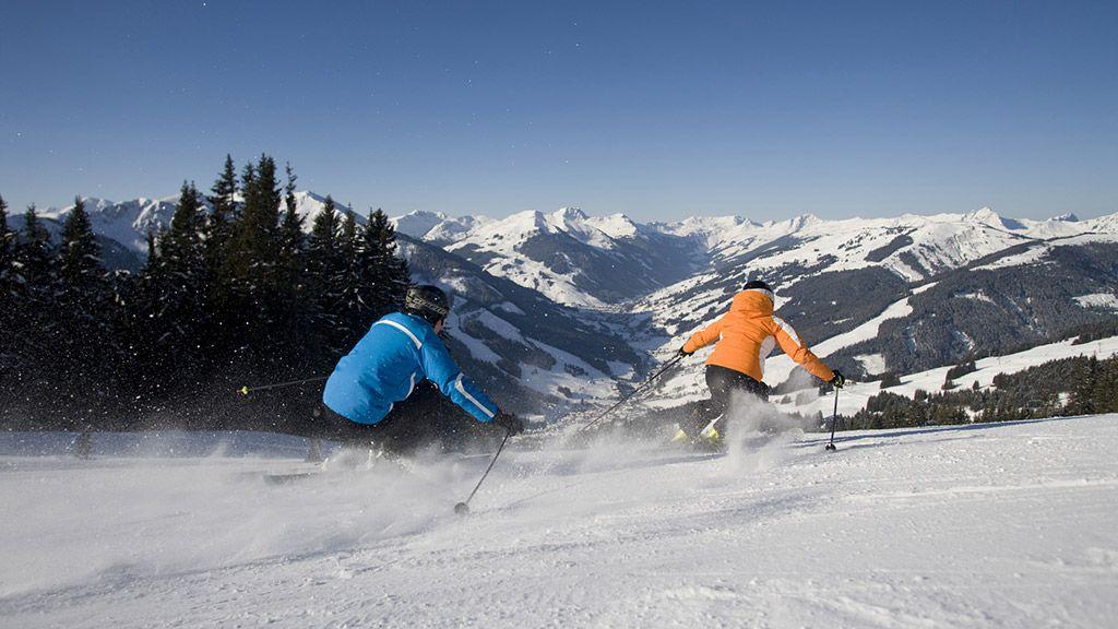 Skifahrer in Saalbach - © Saalbach Hinterglemm/Leo Himsl - Skicircus  Saalbach  Hinterglemm  Leogang Saalbach-Hinterglemm
