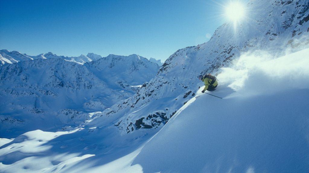 Pures Skifahrerglück: Tiefschnee, Sonne, Bergpanorama in St. Anton am Arlberg - Foto: TVB St. Anton am Arlberg / Fotograf Josef Mallaun - St. Anton / St. Christoph / Stuben - Ski Arlberg St. Anton am Arlberg