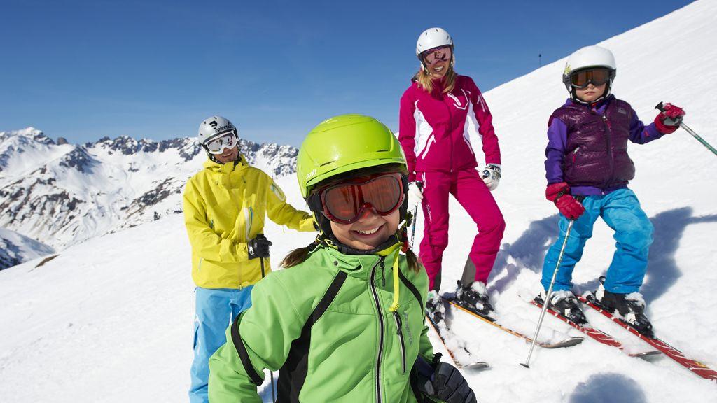 kleine Ski- und Schneefans - Foto: TVB St. Anton am Arlberg / Fotograf Michael Reusse - St. Anton / St. Christoph / Stuben - Ski Arlberg St. Anton am Arlberg
