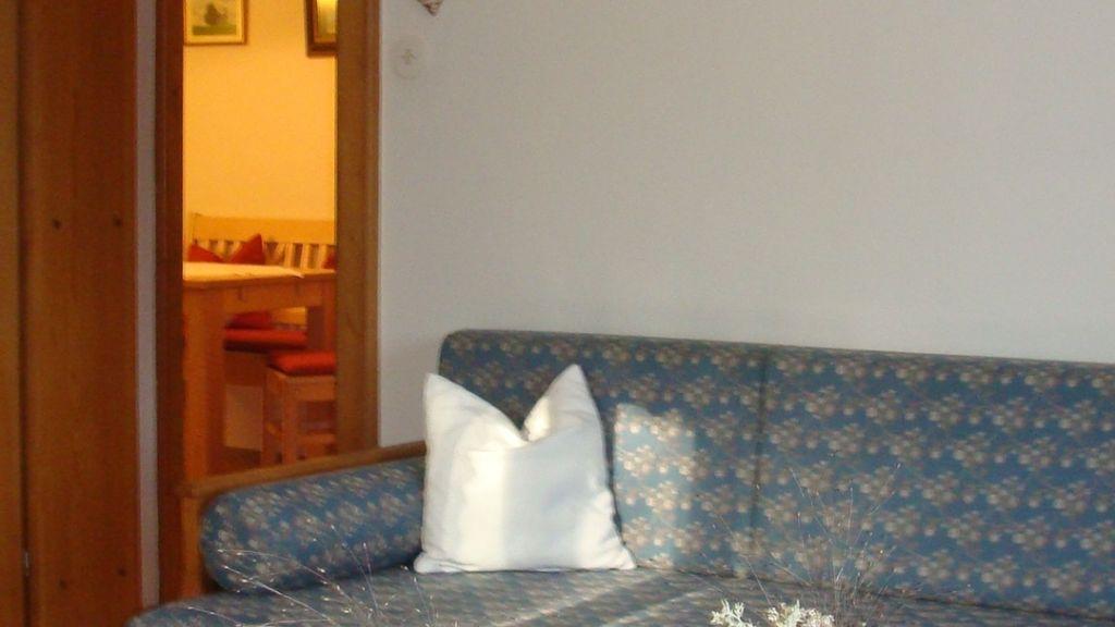 Blick vom Wohnzimmer in die Küche - Fewo Kirchberger - Haus Schoenet - Kreuth-Schaerfen Kreuth