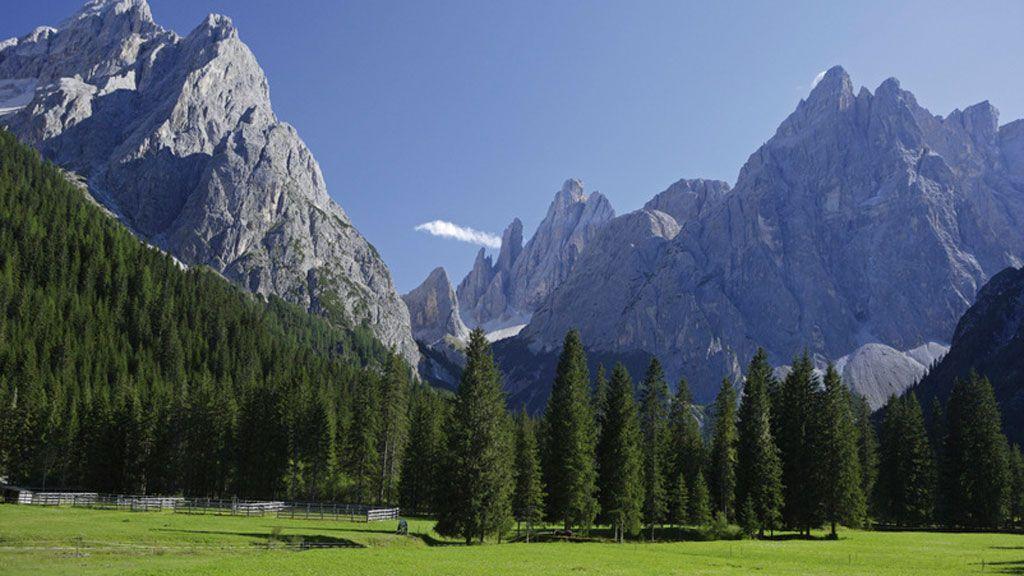 Die Dolomiten sind Teil des UNESCO-Weltnaturerbes. Den Grund dafür erfasst man auf einen Blick im Hochpustertal bei Toblach und Sexten. - Foto: Südtirol Marketing/Frieder Blickle