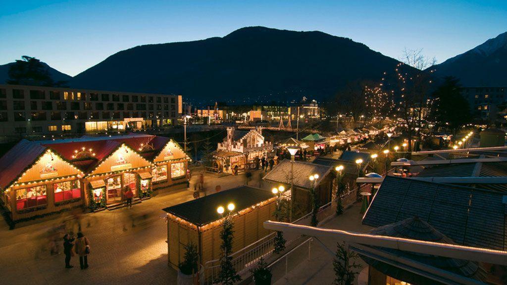 Besonderer Beliebtheit bei groß und klein erfreut sich der Christkindlmarkt in Meran entlang der Passerpromenade. - Foto: Südtirol Marketing/Alex Filz