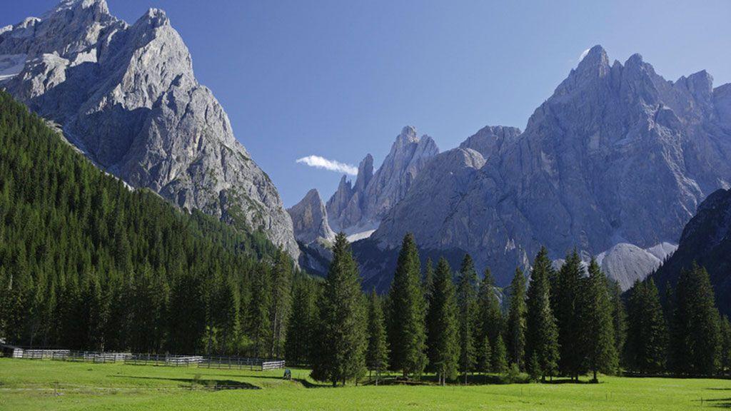 Die Dolomiten sind Teil des UNESCO-Weltnaturerbes. Den Grund dafür erfasst man auf einen Blick im Hochpustertal bei Toblach und Sexten. - Südtirol Marketing/Frieder Blickle