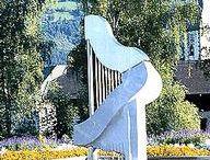 Brunnen mit einer Harfe