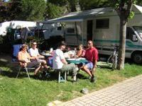 Früstück am Campingplatz - CAMPING AL PORTO Torbole am Gardasee - Nago