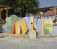 Brunnen nach dem Entwurf von Prof. Karl Korab - Maissau Niederoesterreich