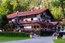 Gästehaus Almrausch - Ferienanlage mit Pool