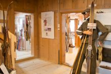 Skimuseum in der Kulisse Pfarrhof