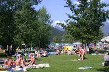 Liegewiese Felmayer mit Beachvolleyballplatz und Kinderspielplatz