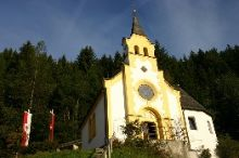 Hiking Tour: Sacred Heart Chapel & Gasthof Schulhaus
