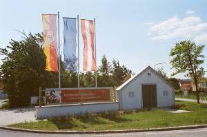 Ortseinfahrt von Neusiedl am See kommend mit Weinkeller - Jois Burgenland