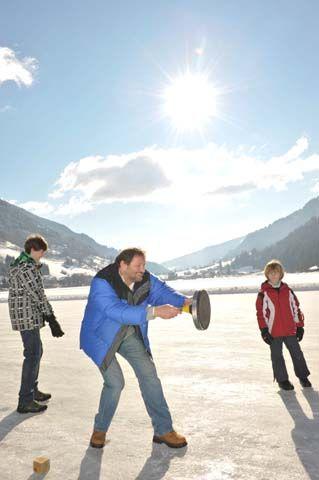 Eisstockschießen auf dem Brennsee - Feld am See Kaernten
