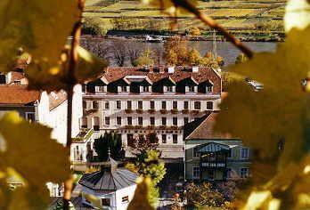 Hotelansicht vom 1000-Eimerberg - Hotel Restaurant Wachauerhof Spitz