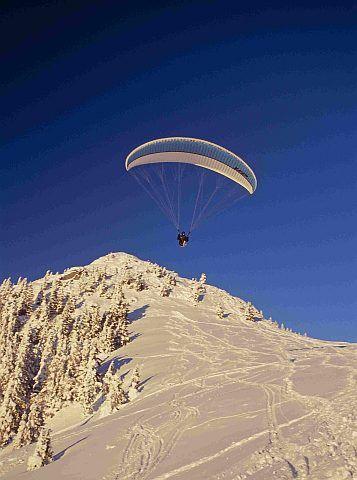 Paragliyding am Wallberg im Winter in Rottach-Egern am Tegernsee - Rottach-Egern Bayern