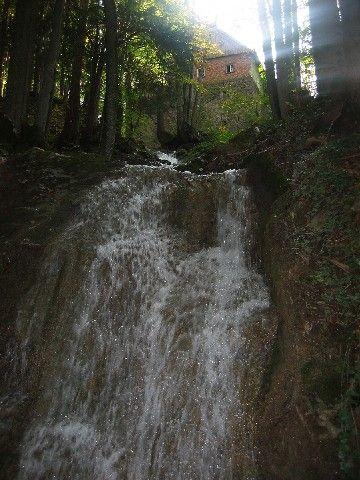 Der Hofer Wasserfall ist vielen nicht bekannt. Auf der Gerichtsspur können das Schauspiel des fallenden Wassers hautnah erleben. - Hof bei Salzburg Salzburg
