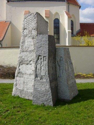 Gemeindepyramide am Kirchenplatz Schweiggers - Schweiggers Niederoesterreich