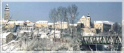 Enns ist eine Stadt in Oberösterreich. Sie liegt auf 281 m Seehöhe am Fluss Enns, der hier die Grenze zu Niederösterreich bildet. Enns ist die älteste Stadt Österreichs, die Stadtrechtsurkunde aus dem Jahr 1212 kann im Ennser Museum besichtigt werden. Wahrzeichen der Stadt Enns ist der 60 m hohe Stadtturm. - Enns Oberoesterreich