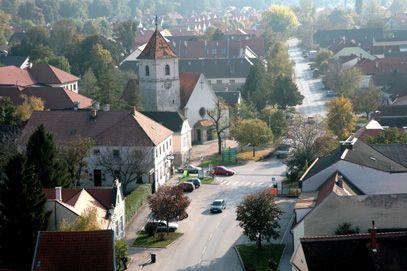 Katzelsdorf von oben Ortsdurchfahrt - Katzelsdorf Niederoesterreich