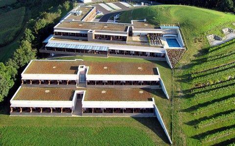 Mit 44 Zimmern und 2 Suieten bieten wir Ihnen nicht nur Genussvolle Stunden sonder auch eine persönliche Note. With 44 Double Rooms and 2 Suiet´s. - Riegersburg Styria