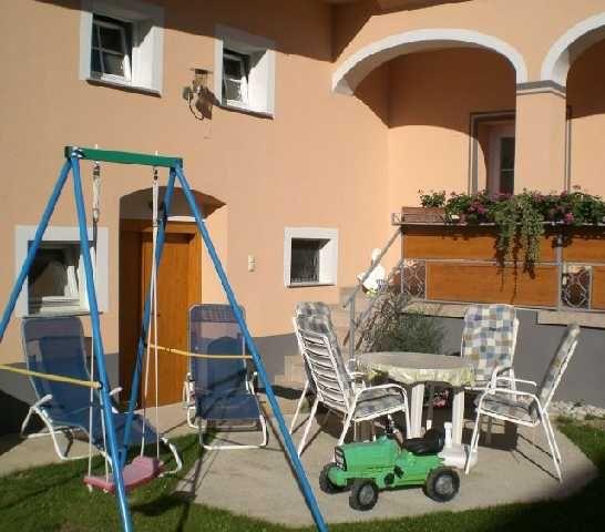 Im ruhigen Innenhof findet jeder Erholung - Apartment Karin - Gaestezimmer mit Fruehstueck Lutzmannsburg