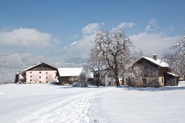 Inzing, Ortsteil Hof - verschneite Winterlandschaft - Inzing Tirol