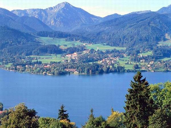 Blick auf Bad Wiessee vom Ostufer - Bad Wiessee Bayern