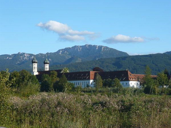 Kloster Benediktbeuern mit Benediktenwand - Benediktbeuern Bayern