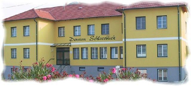 """Pension """"Schlossblick"""" Fam.Toth-Golubits Nebersdorf-Grosswarasdorf"""
