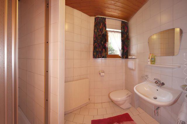 shower / toilett -  See