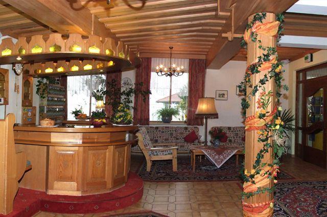 Unsere geschmackvolle Rezeption macht Lust auf mehr. - Hotel Landhof Simeter Spittal a.D.