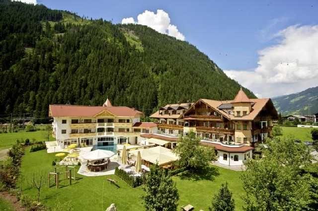 Hotel Edenlehen Aussenansicht Sommer  - Hotel Edenlehen Mayrhofen