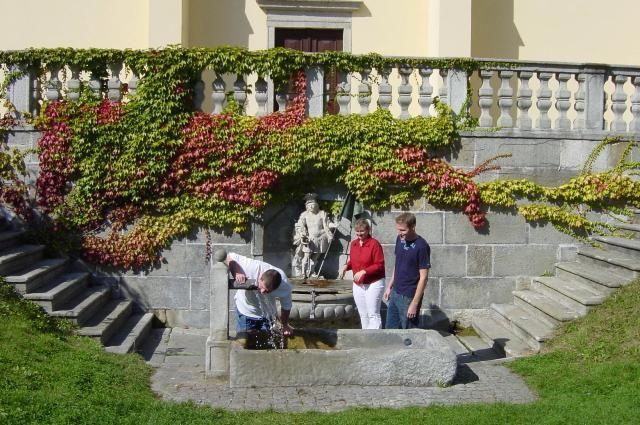 Florianibründl bei der Johanneskirche ist eng verbunden mit der Legende des Hl. Florian. - St. Florian Oberoesterreich