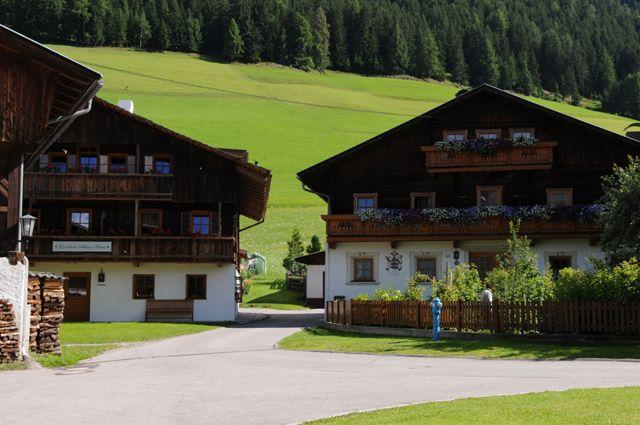 Schön erhaltener Ortskern von Anras. Anras bietet das dörflich urige Flair mit bestem Erholungswert! - Anras Tirol