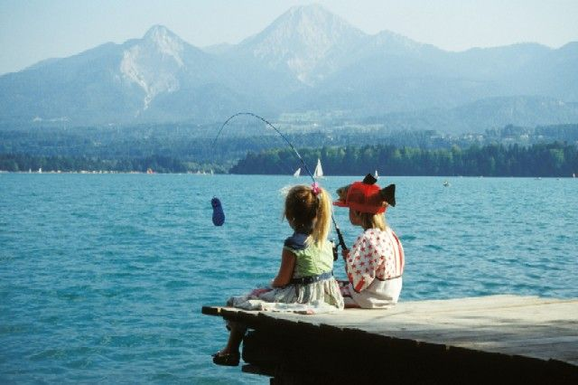 KInder beim Fischen - Familien - Erlebnis - Camping Poglitsch Faaker See