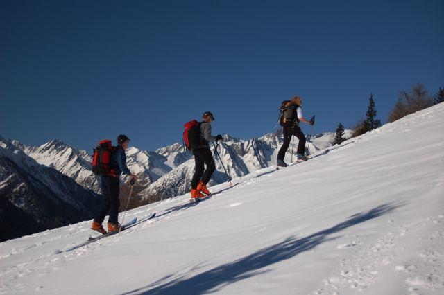 Skitouren im Hochwinter - Basislager sind Gasthöfe, Pension und Privatzimmervermieter im Tal Foto: Friedl Steiner - Praegraten am Großvenediger Tirol