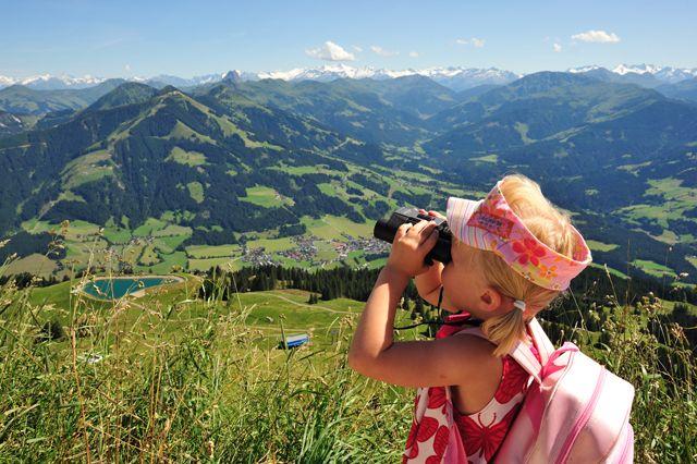 Sanfte, grüne Grasberge wie die Hohe Salve, einer der schönsten Aussichtsberge Tirols, erfreuen jedes Wanderer - Herz. - Kitzbueheler Alpen - Ferienregion Hohe Salve Tirol