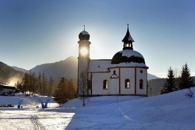 """Seefelder Kirche (c) """"Olympiaregion Seefeld"""" - Seefeld (Olympiaregion) Tirol"""
