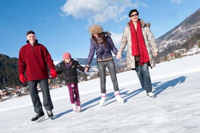 Eislaufen auf dem Brennsee - Feld am See Kaernten