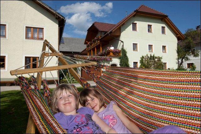 Im Garten abhängen - Familienurlaub Kinderbauernhof Babyhof Rauscher Neustift im Muehlkreis
