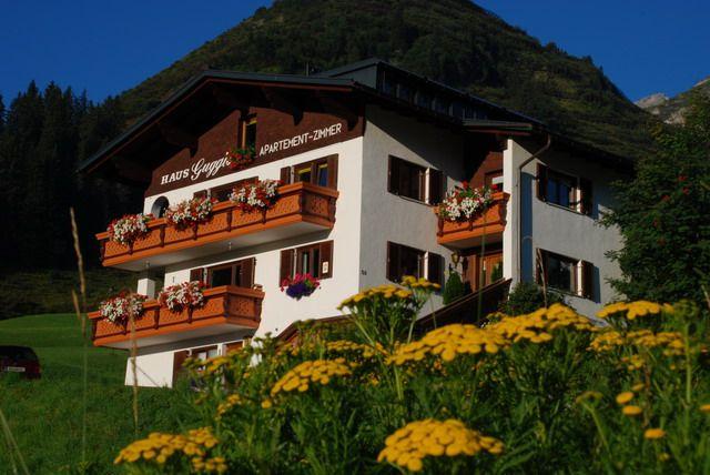 """""""Ganz nah beim Himmel"""" - Alpenapart Guggis Warth am Arlberg"""