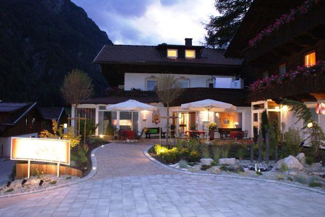 """Abendstimmung im Berghotel - Berghotel """"HOIS""""    Zimmer und Ferienwohnungen Heiligenblut"""