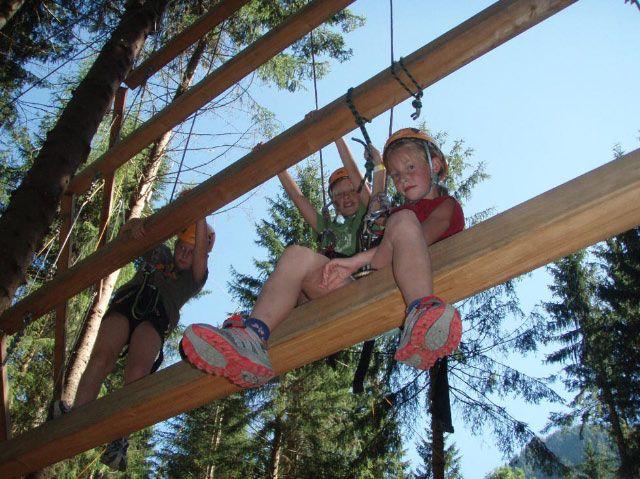 Bild: Die Flying Fox Arena beim Gleinkersee in Spital am Pyhrn bietet den richtigen Adrenalinschub - am Seil von Baum zu Baum... - Spital  am  Pyhrn Upper Austria