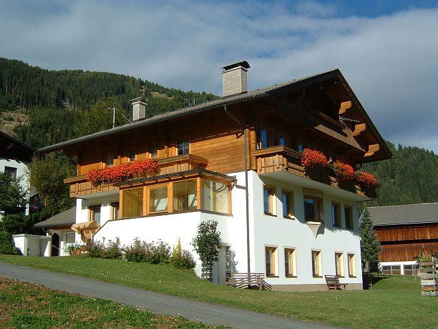Unser Haus befindet sich am südlichen Dorfrand von Obertilliach. - Ferienwohnung Schneider Peter Obertilliach