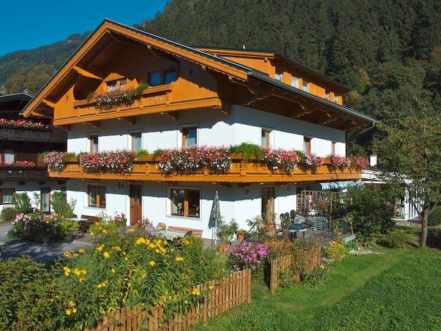 Aussenansicht Winter - Gaestehaus Elisabeth Mayrhofen