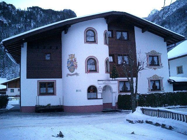 Haus vorne-Winteransicht - Ferienheim Leopoldine Laengenfeld