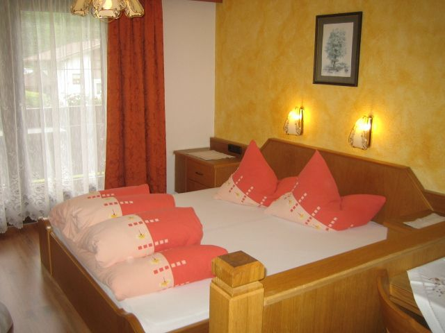 Schlafbereich Wohnung Alpenrose - Ferienheim Leopoldine Laengenfeld